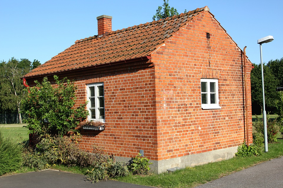 Маленький дом из кирпича